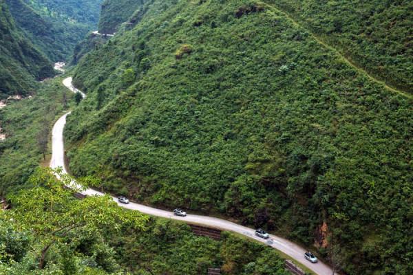 Los Range Rover híbridos en Nepal en la última etapa de su expedición hacia China